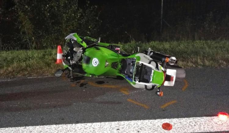 Při nehodách v Plzni a na Šumavě se zranili dva motocyklisté