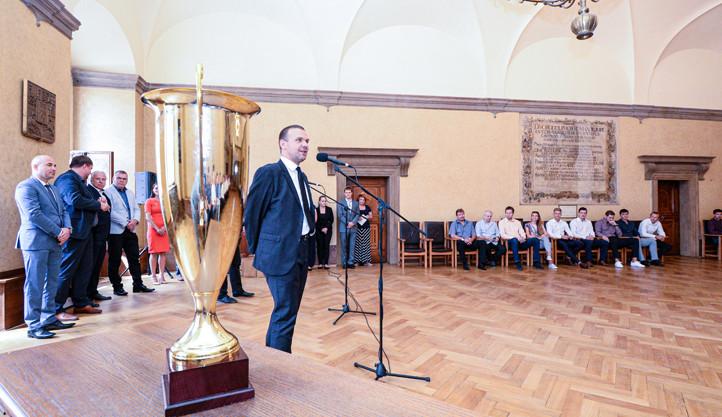 Plzeň má mistry v házené i pozemním hokeji, hráči zavítali na radnici
