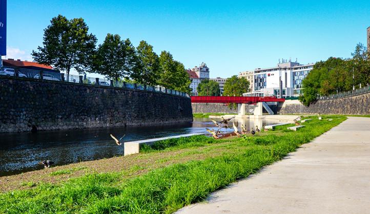 Plzeň má svou novou Náplavku na Radbuze, vybízí k relaxaci i aktivitám