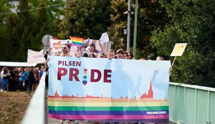 Demonstranti chtěli v Plzni zastavit duhový průvod Pilsen Pride