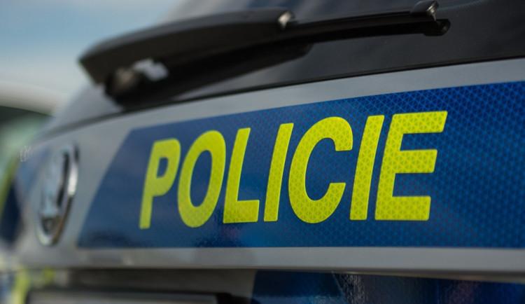 Při noční nehodě osobního auta na Klatovsku zemřel člověk
