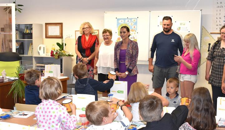 Do prvních tříd v Plzni dnes nastoupilo kolem 1600 prvňáčků