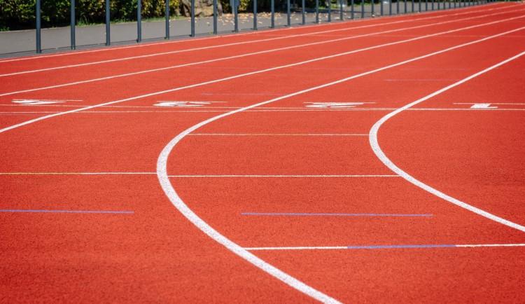 Plzeňský kraj postaví za 120 milionů atletickou halu u sportovního gymnázia