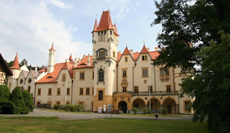 Realitní kancelář prodává romantický zámek Žinkovy na Plzeňsku
